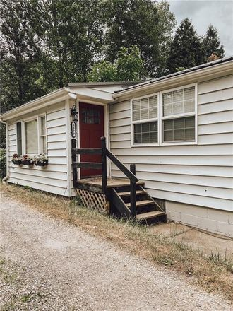 Rent this 3 bed house on Valley Rd NW in New Philadelphia, OH