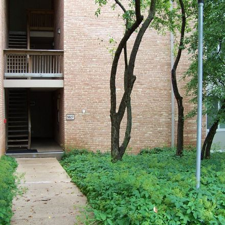 Rent this 1 bed townhouse on 5827 Oakwood Drive in Lisle, IL 60532