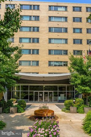 Rent this 3 bed condo on Connecticut Avenue Northwest in Washington, DC 20008