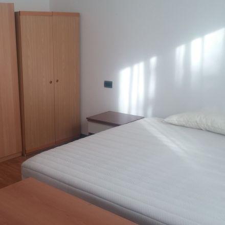 Rent this 3 bed room on Via Giovanni Brotto in 35128 Padova PD, Italia