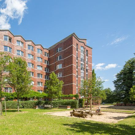 Rent this 3 bed apartment on Brauereihof 23 in 13585 Berlin, Germany