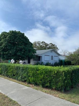 Rent this 2 bed house on 48th St N in Saint Petersburg, FL