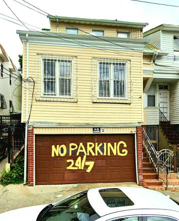 Rent this 4 bed townhouse on 3311 Parkside Place in New York, NY 10467