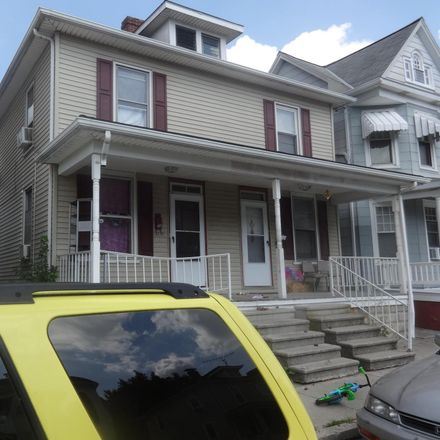 Rent this 3 bed townhouse on 204 2nd Avenue in Hanover, PA 17331