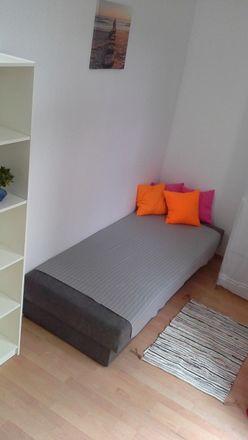Rent this 8 bed room on Wojska Polskiego 19 in 60-618 Poznań, Polska