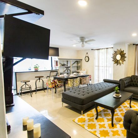 Rent this 3 bed apartment on 7-Eleven in Calle Londres, Juárez