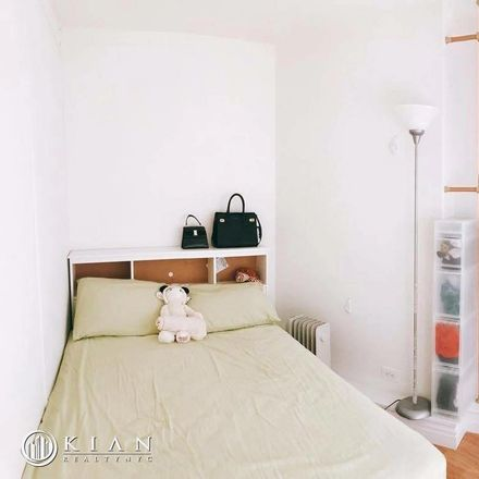 Rent this 3 bed apartment on W 34th St in New York, NY