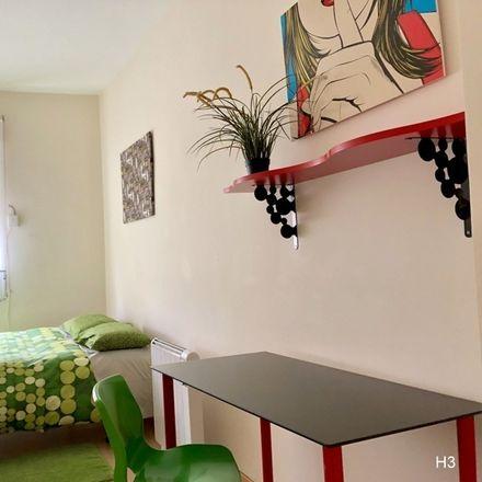 Rent this 0 bed room on Colegio San Eugenio y San Isidro in Calle de las Peñuelas, 28001 Madrid