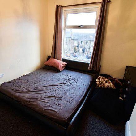 Rent this 3 bed house on Paddock Junior Infant and Nursery School in Heaton Road, Kirklees HD1 4JJ