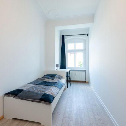 Rent this 4 bed room on Plönzeile 24 in 12459 Berlin, Germany