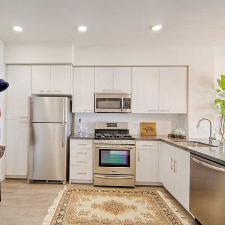Rent this 3 bed apartment on North La Brea Avenue in Los Angeles, CA 90046-4101