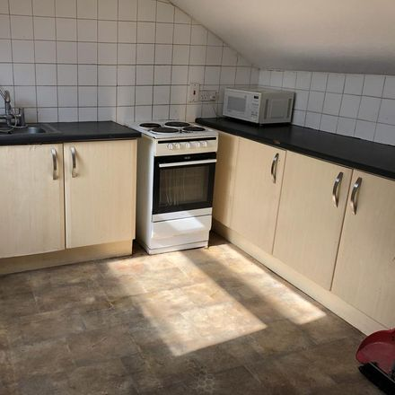 Rent this 5 bed apartment on La Trattoria in 66 Bute Street, Luton LU1 2EY