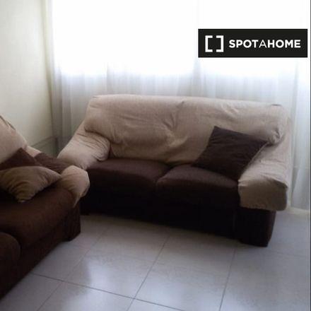 Rent this 3 bed apartment on Cafetería Er Tito Juli in Avenida de Fuenlabrada, 28912 Leganés