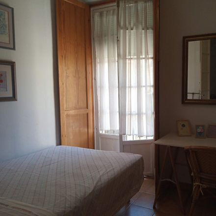 Rent this 8 bed room on Calle dos Aceras in 12, 29012 Málaga