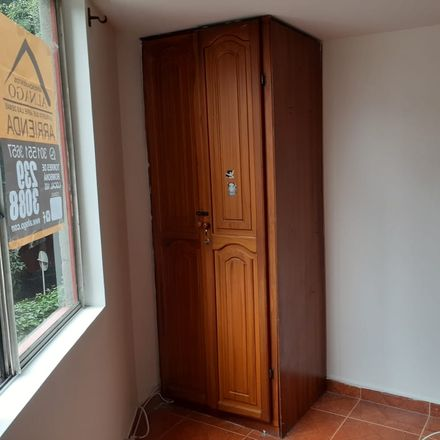 Rent this 3 bed apartment on Casa cural y despacho parroquial Iglesia El Calvario in Calle 77, Comuna 4 - Aranjuez