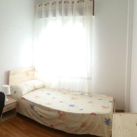 Rent this 4 bed room on Calle Santiago Apóstol in 26, 21002 Huelva