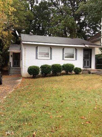 Rent this 2 bed duplex on Brooks Ave SW in Atlanta, GA