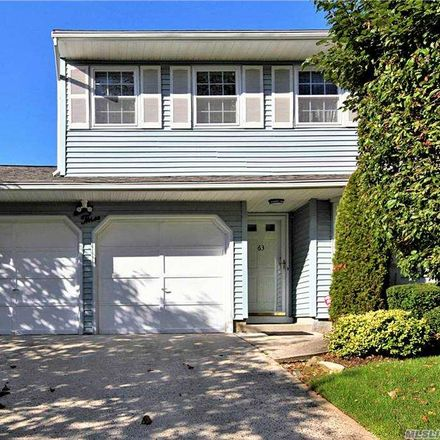 Rent this 2 bed condo on 63 Estate Court in Woodbury, NY 11797