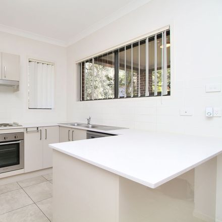 Rent this 4 bed apartment on 2A Yates Avenue