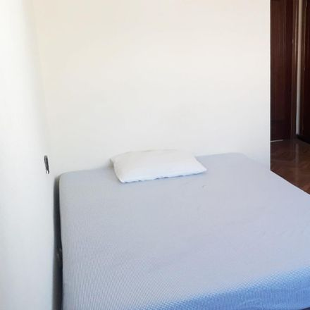 Rent this 3 bed room on Calle de Doña Berenguela in 28001 Madrid, Spain
