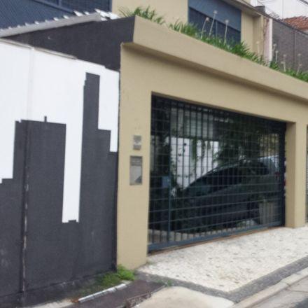 Rent this 3 bed duplex on Rua Airosa Galvão in Barra Funda, São Paulo - SP