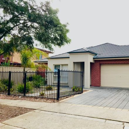 Rent this 3 bed house on 2B Second Avenue