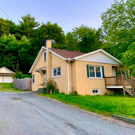 Rent this 3 bed house on 508 Spring Street in Hawley, PA 18428