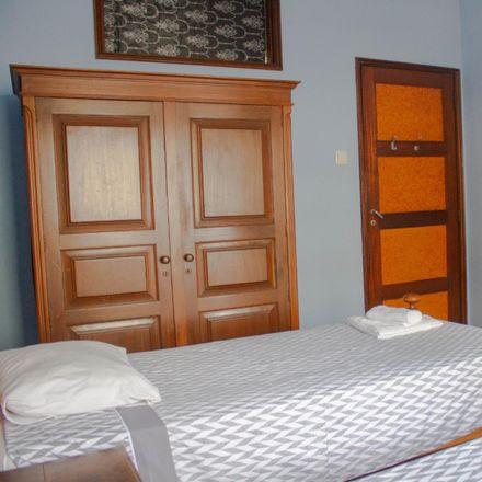 Rent this 6 bed room on Farmácia Serpa Pinto in Rua de Serpa Pinto 645-649, 4250 Paranhos