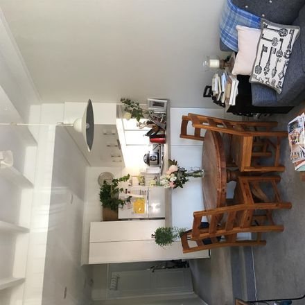 Rent this 1 bed apartment on 1/45 Renwick Street