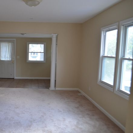 Rent this 3 bed house on 1640 Whittier Ave in Toms River, NJ