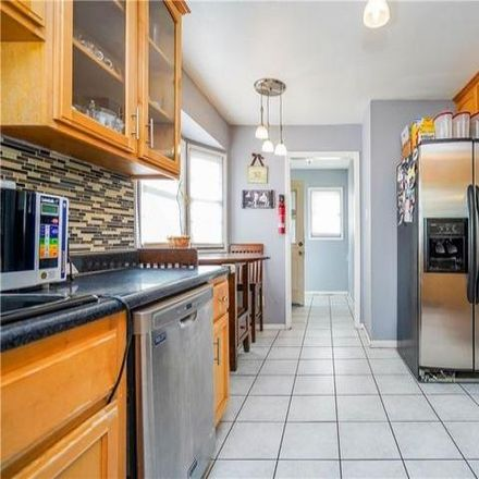 Rent this 3 bed house on 2327 Daisy Avenue in Long Beach, CA 90806
