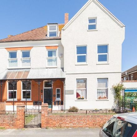 Rent this 2 bed apartment on Margate Bowling Club in Northdown Avenue, Margate CT9 2NW
