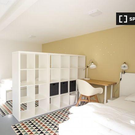 Rent this 9 bed room on Caixa Geral de Depósitos in Rua Machado dos Santos 450B, 2775-196 Carcavelos e Parede