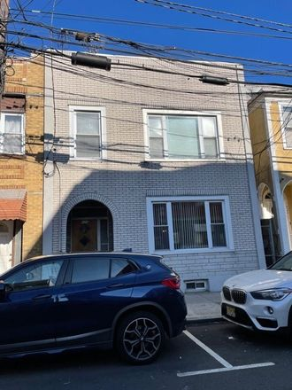 Rent this 5 bed duplex on 426 70th Street in Guttenberg, NJ 07093