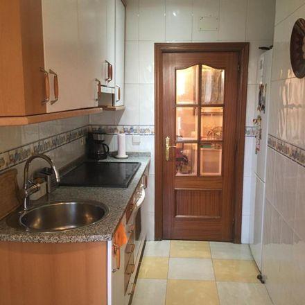 Rent this 3 bed room on Calle de las Alpujarras in 4, 28915 Leganés