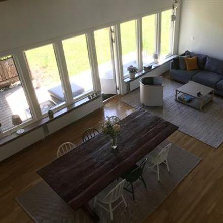 Rent this 6 bed house on Rosornas väg in 182 34 Danderyd, Sweden
