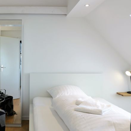Rent this 2 bed apartment on Holstenwall 10 in 20355 Hamburg, Germany