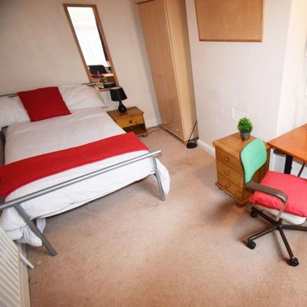 Rent this 4 bed room on North Street in Stoke-on-Trent ST4 7DQ, United Kingdom