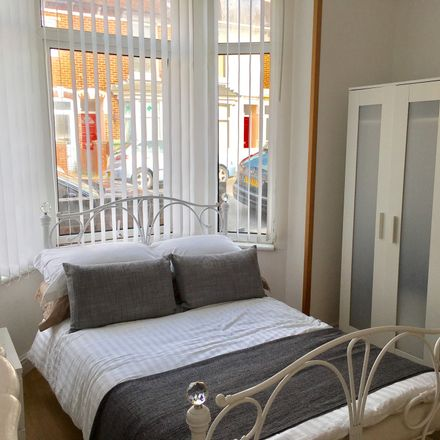 Rent this 2 bed room on 27 Stubbington Avenue in Portsmouth PO2 0NB, United Kingdom