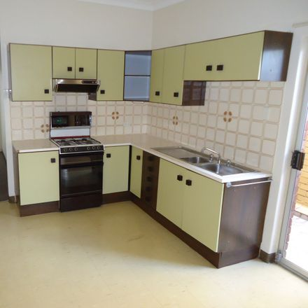 Rent this 2 bed house on 1/82 Majors Bay Road