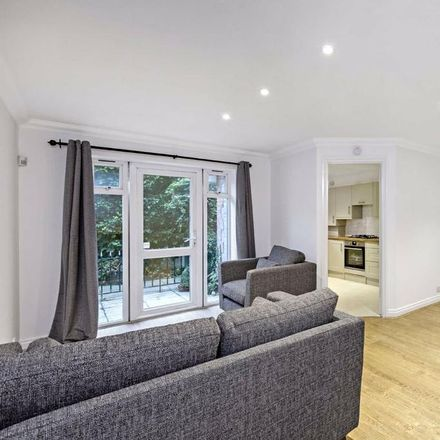 Rent this 3 bed apartment on Crescent Lane in London SW4 9PQ, United Kingdom