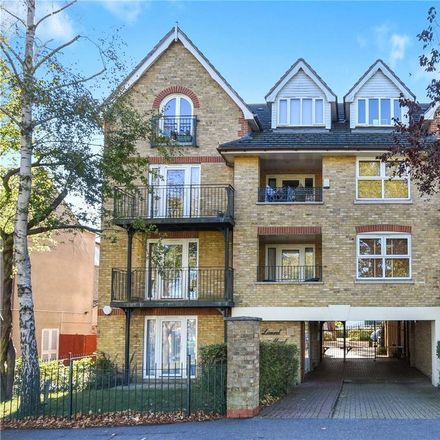 Rent this 2 bed apartment on Elmwood in 34 Churchfields, London E18 2QZ