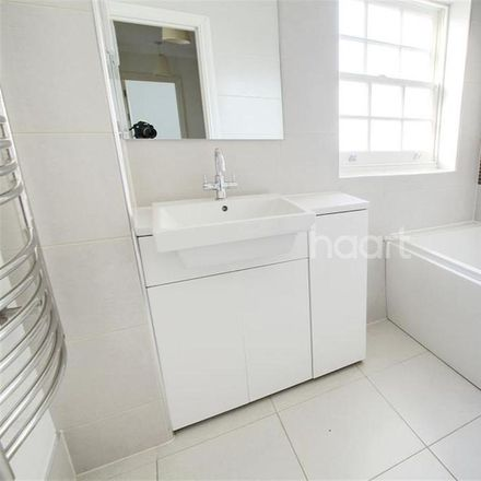 Rent this 3 bed house on Mulberry Lane in London CR0 6QP, United Kingdom