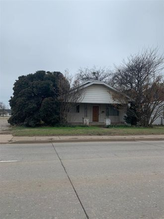 Rent this 4 bed house on W 11th St in Quanah, TX