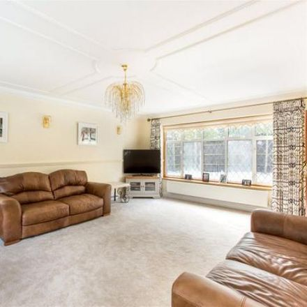 Rent this 6 bed house on Chestnut Drive in Windsor SL4 4UT, United Kingdom