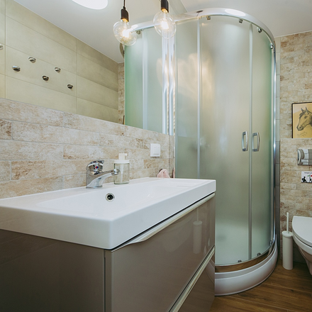 Rent this 6 bed room on Wojciecha Bogusławskiego 6 in 01-923 Warsaw, Poland