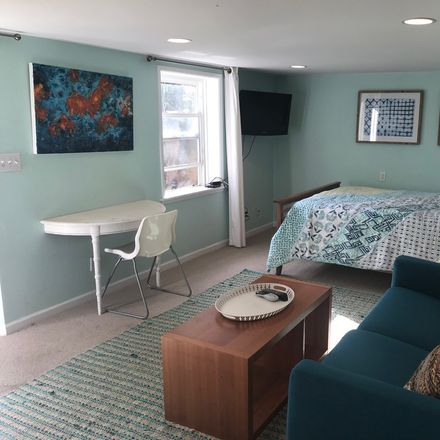 Rent this 1 bed apartment on Oakland in Cleveland Heights, CA