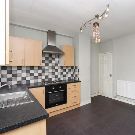 Rent this 2 bed house on UK Pizza and Kebab in Derby Road, Chesterfield S40 2EP