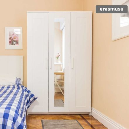 Rent this 6 bed room on Ibáñez de Bilbao Kalea