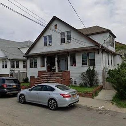 Rent this 2 bed townhouse on Far Rockaway